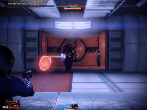 Mass Effect 2 : Aus diesem Aufzug kommen drei Gegner, umstellen Sie Ihn daher vorher geschickt.