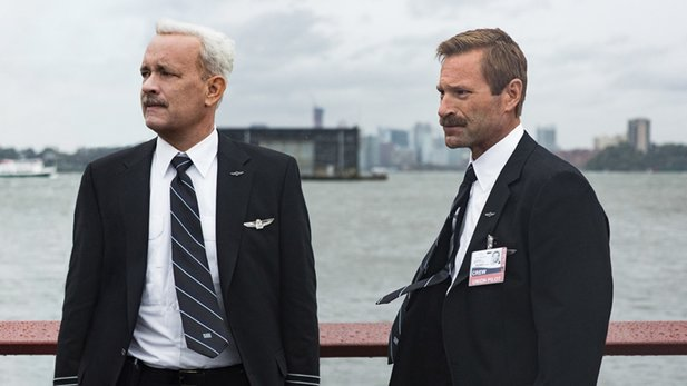 Sully - Trailer: Clint Eastwood macht Tom Hanks zum Helden