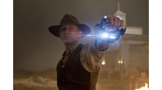 "<b>Cowboys & Aliens </b><br/>Craigs Metallmanschette wurde vom Team ""Blaster"" getauft. (Paramount Pictures Germany)"