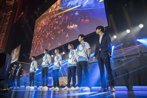 Das Team Cloud9 bei den 2016 World Championship Viertelfinals (Bildrechte: Riot)